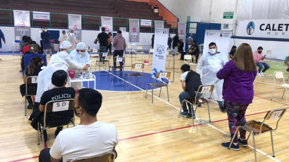 Coronavirus: Diez mil vecinos de Caleta Olivia accedieron a la vacuna