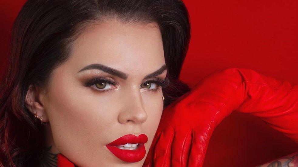 Sofía Clerici, con un body rojo de transparencias, mostró sus tatuajes más íntimos