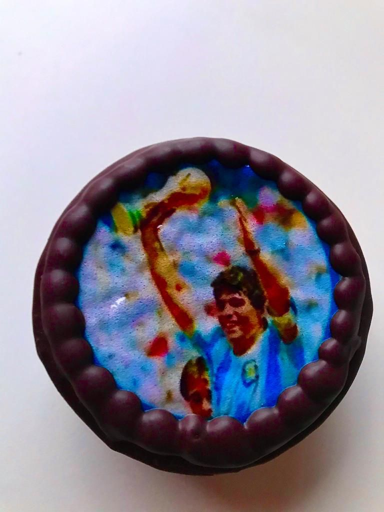 Para el último cumple de Diego Armando Maradona, Di Betta hizo alfajores con la imagen del Diez Eterno.