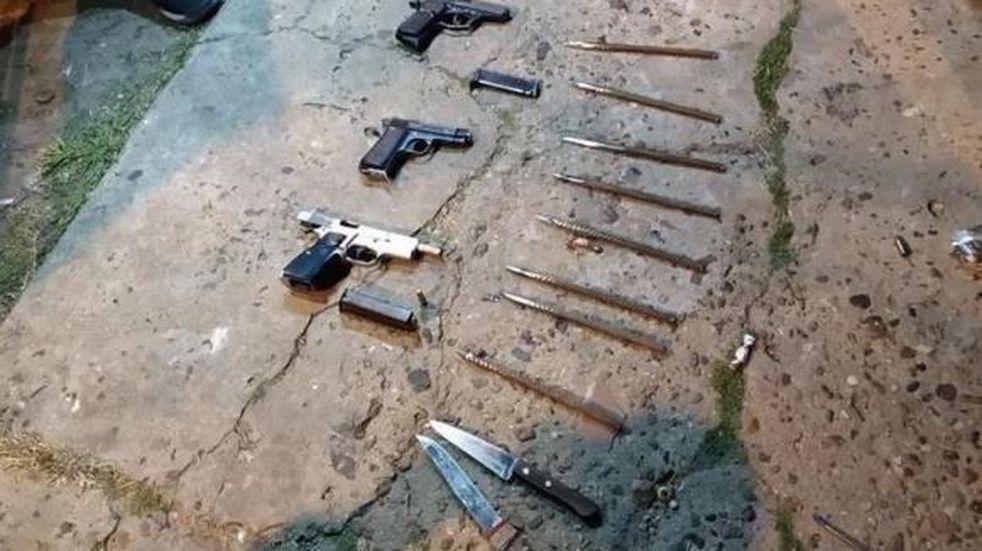 Detuvieron a barras de Chacarita  armados con una ametralladora y pistolas