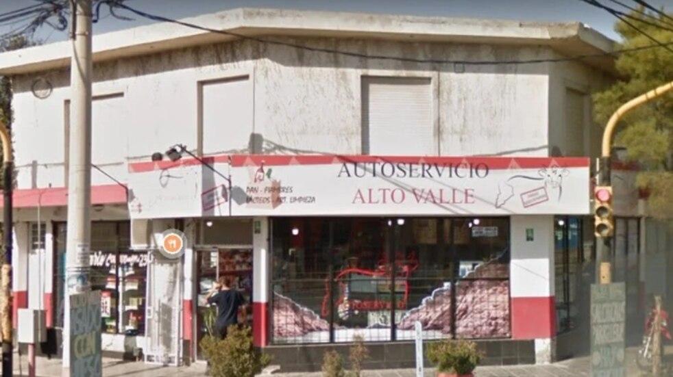 """El irónico mensaje de una carnicería en Neuquén: """"Alquilo costillar para selfie"""" y """"Comer carne es un milagro"""""""