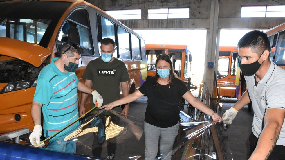 Minibuses: barrera de plástico para proteger al chofer
