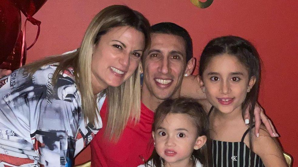 Ángel Di María volvió a Rosario exultante y celebró el cumpleaños de su esposa
