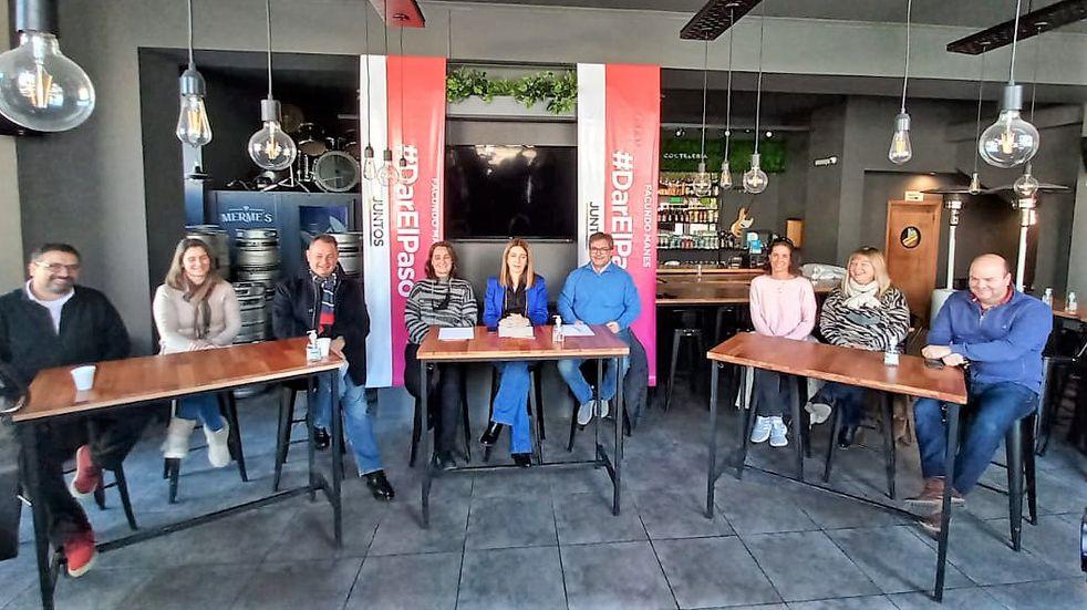 Danya Tavela visitó Azul y se reunió con docentes y comerciantes