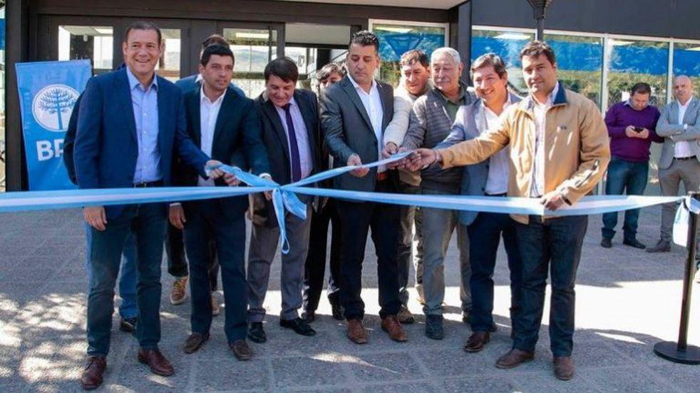 Gutiérrez inauguró una nueva sede del BPN en Aluminé y una obra escolar en Moquehue