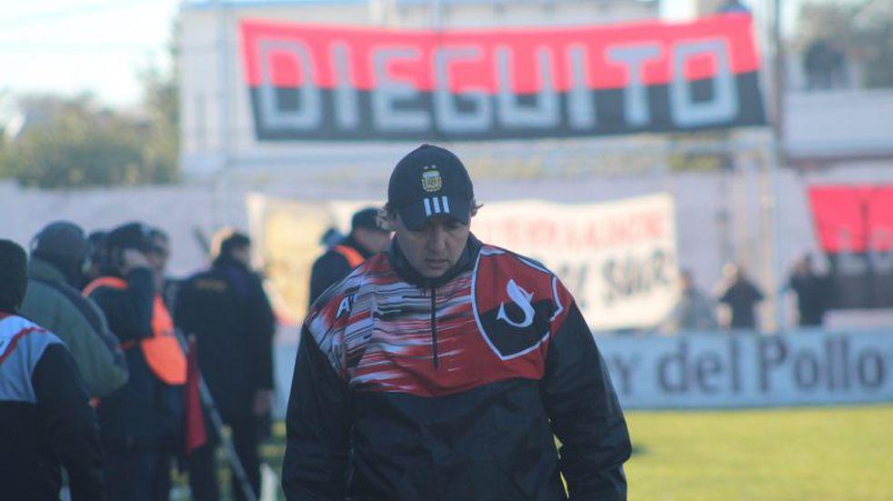 Emiliano Ortiz dejó de ser el técnico de Sporting