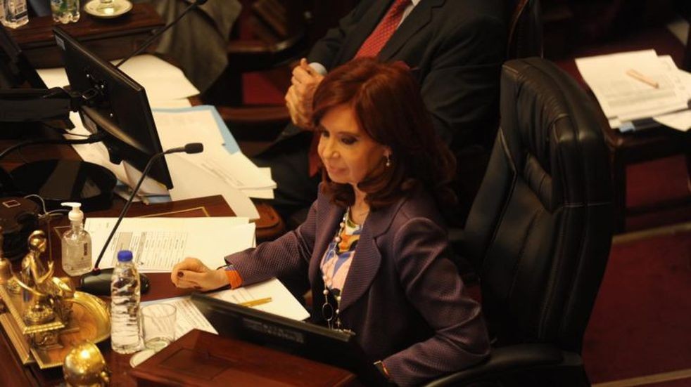 Cristina Kirchner informó un patrimonio de $9,7 millones y su hijo Máximo de $290 millones