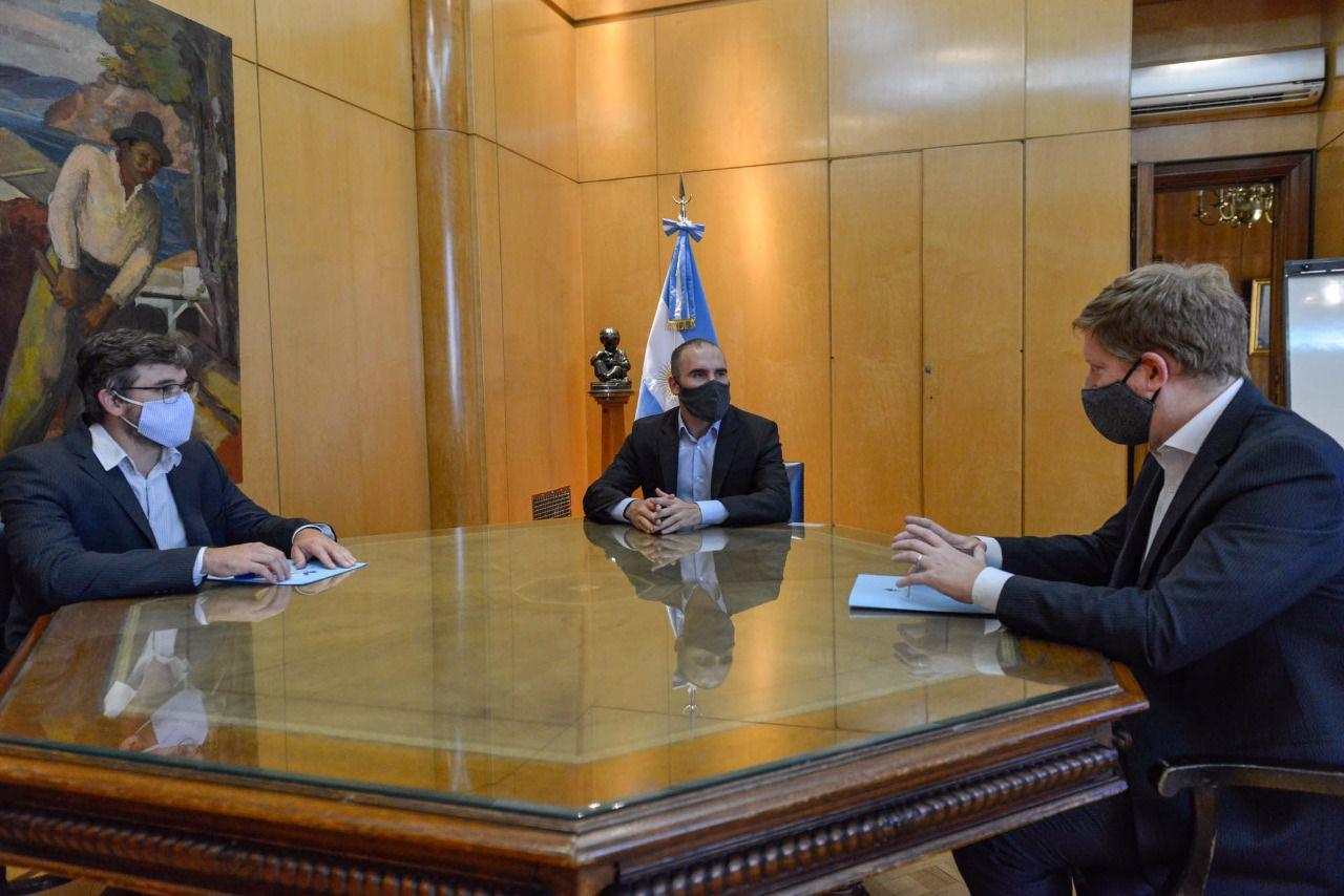 El ministro de Economía, Martín Guzmán, con Fernando Morra y Mariano Sardi.