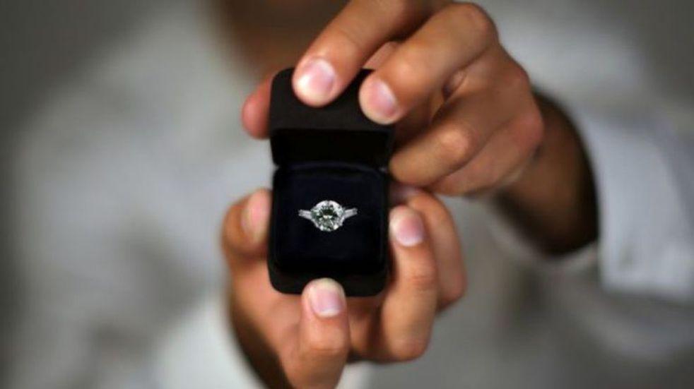 Le pidió matrimonio a su novia mientras hacia reto viral de Tik Tok