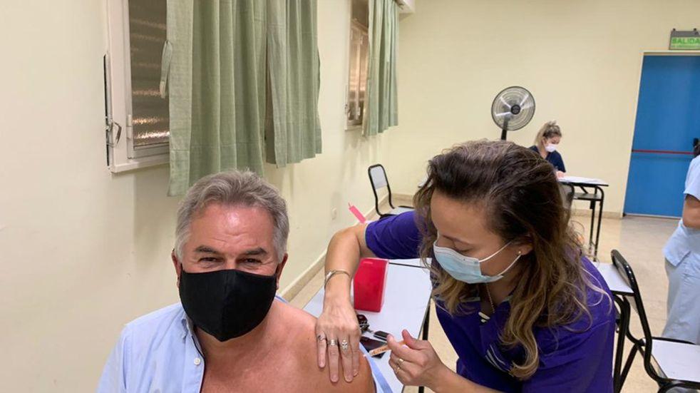 El intendente Héctor Gay se vacunó contra el Covid