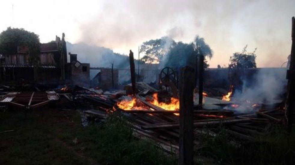 Apóstoles: un incendio devoró las instalaciones de una carpintería