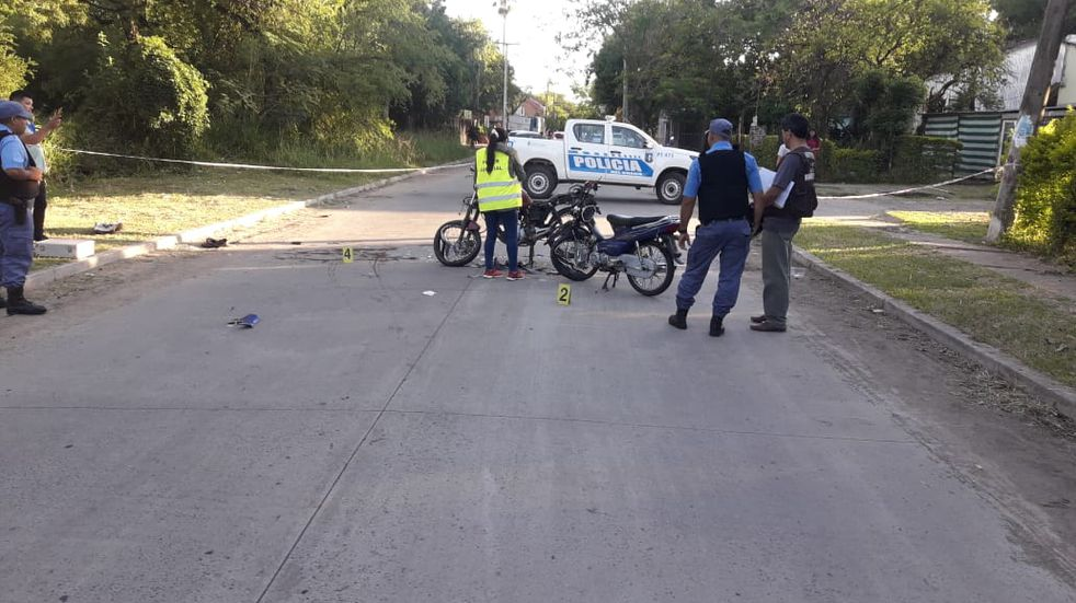 Robó un celular, huyó y chocó contra una moto