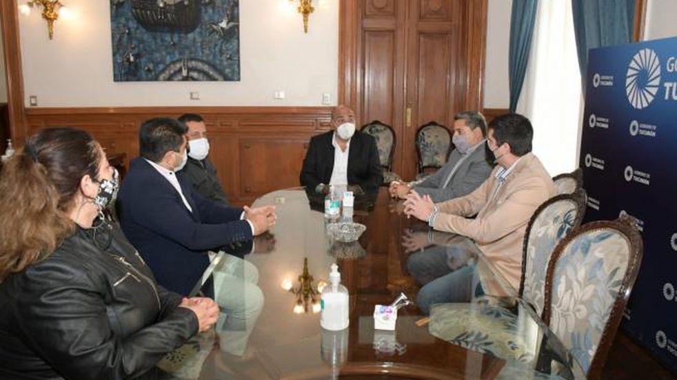 El gobernador Manzur se reunió con representantes de la agrupación Somos Barrios de Pie