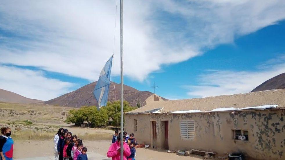 Después de más un año sin clases presenciales una escuela de la Puna salteña recibió a sus alumnos