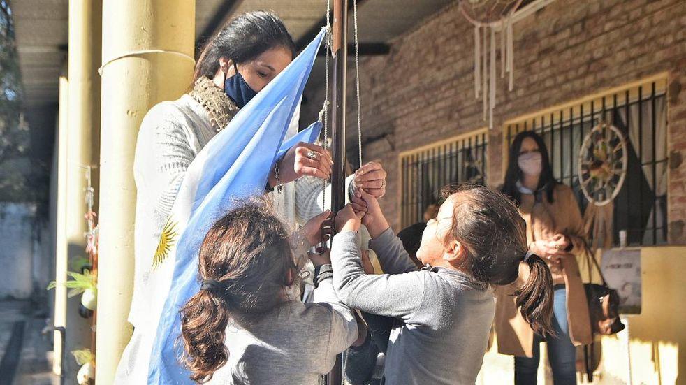 """El lunes regresa la """"presencialidad plena"""" a todas las escuelas santafesinas"""