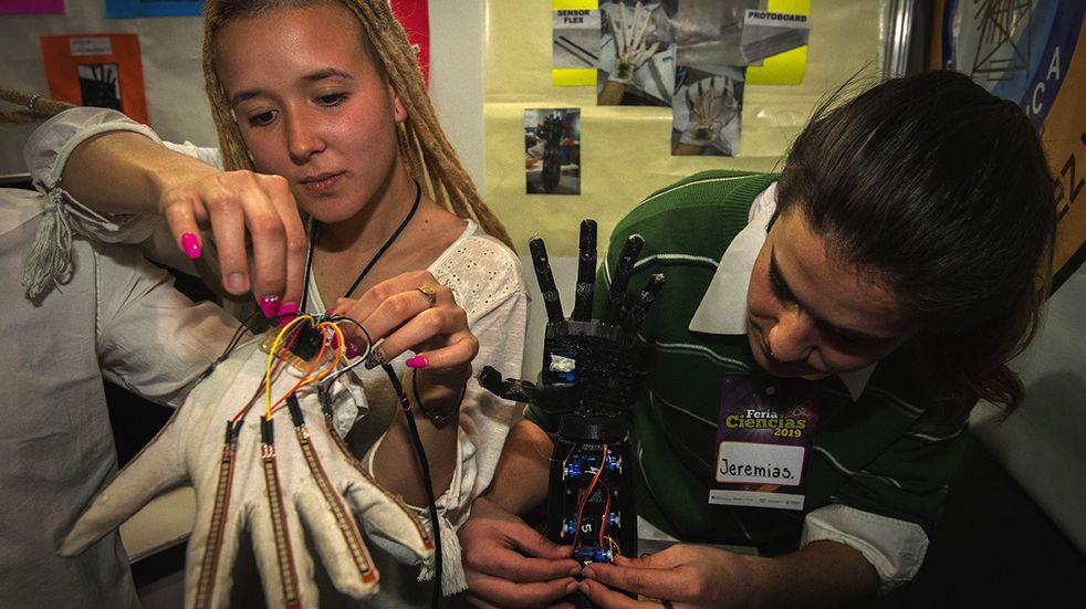 Feria de Ciencias, Arte y Tecnología en el Sum de la Escuela Técnica
