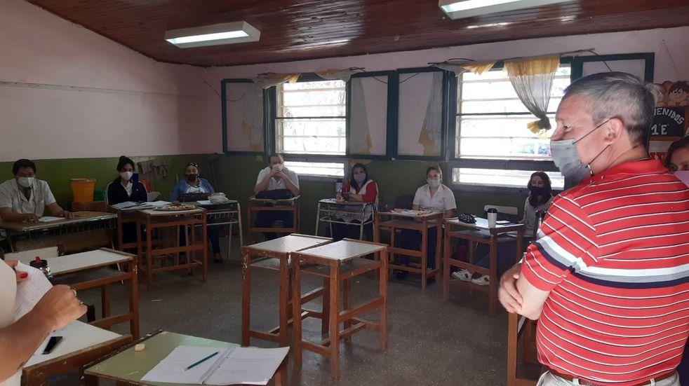 Miraflores: el director de la escuela aclaró la polémica de la niña que llevó una silla