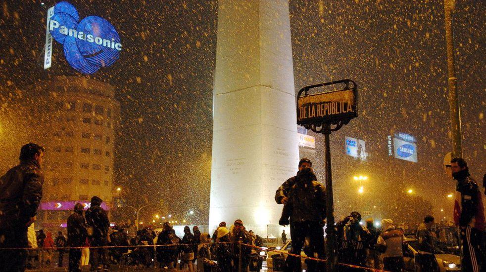 Nevó en la provincia de Buenos Aires y se esperan bajas temperaturas en la Ciudad