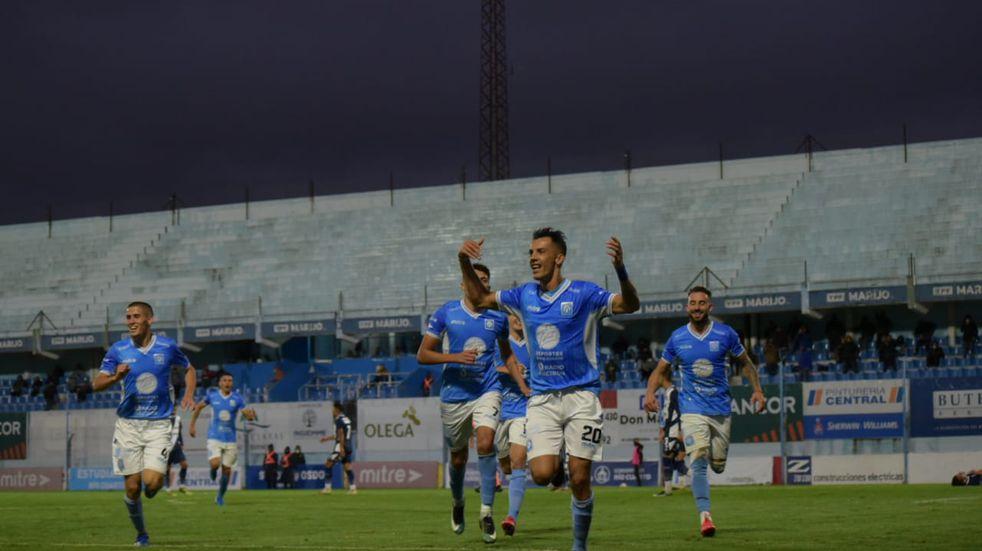 Estudiantes de Río Cuarto, obligado a repuntar, le ganó a Alvarado