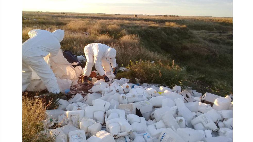 Gestión Ambiental recolectó bidones de agroquímicos arrojados sobre la ruta 75