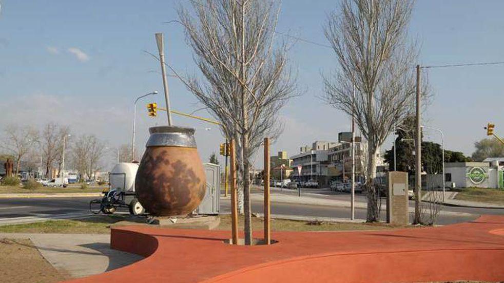 Recrean un monumento al mate que promete ser un total éxito en Santa Rosa