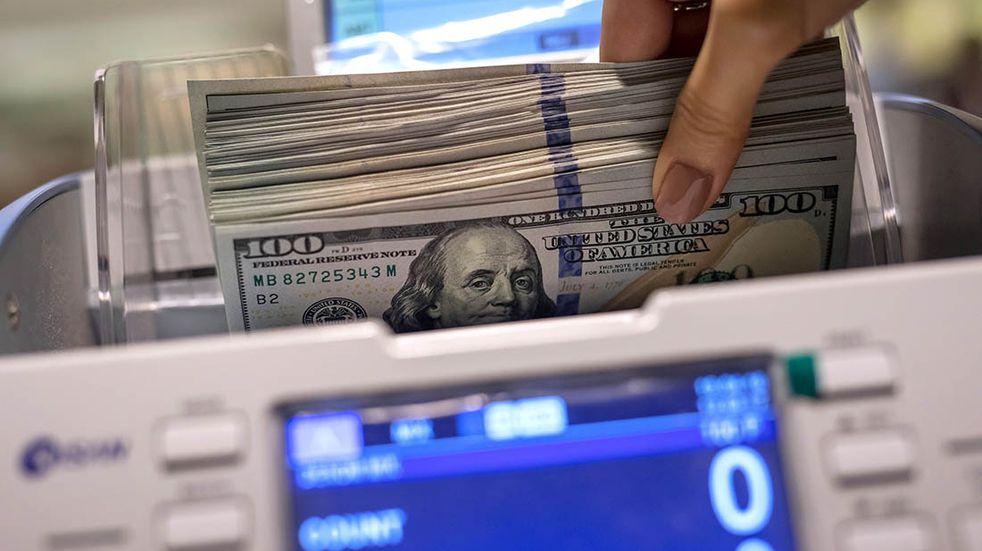 """El Gobierno descarta un """"cimbronazo"""" del dólar """"antes o después de las elecciones"""""""