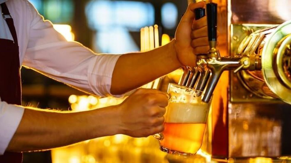 Abrieron la canilla de su casa y salía cerveza, licor y brandy