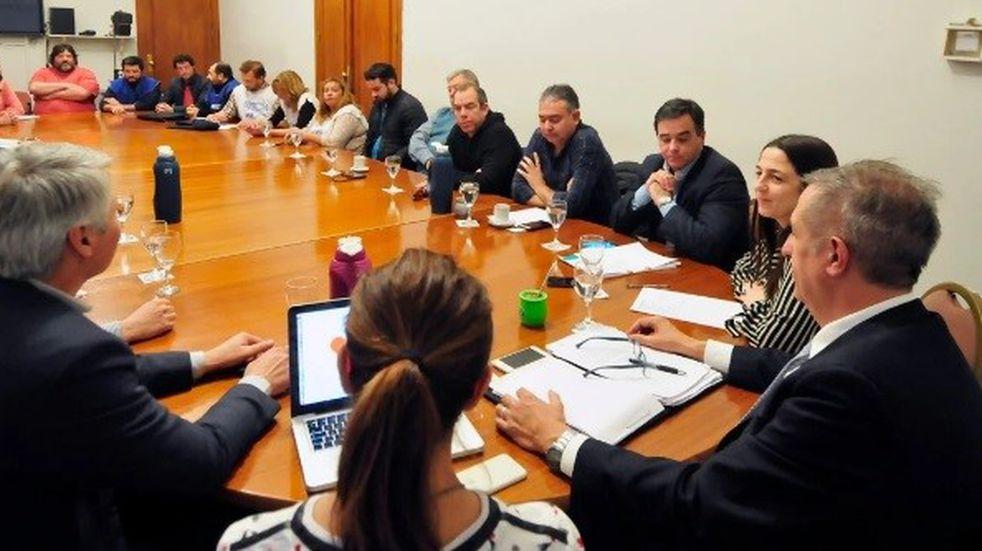 Comenzó la reunión de estatales sin el Gobernador Arcioni
