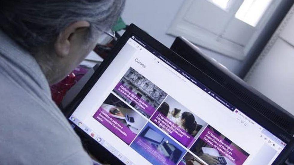 Más de 3.800 docentes completaron la primera etapa del Curso de Enseñanza a Distancia