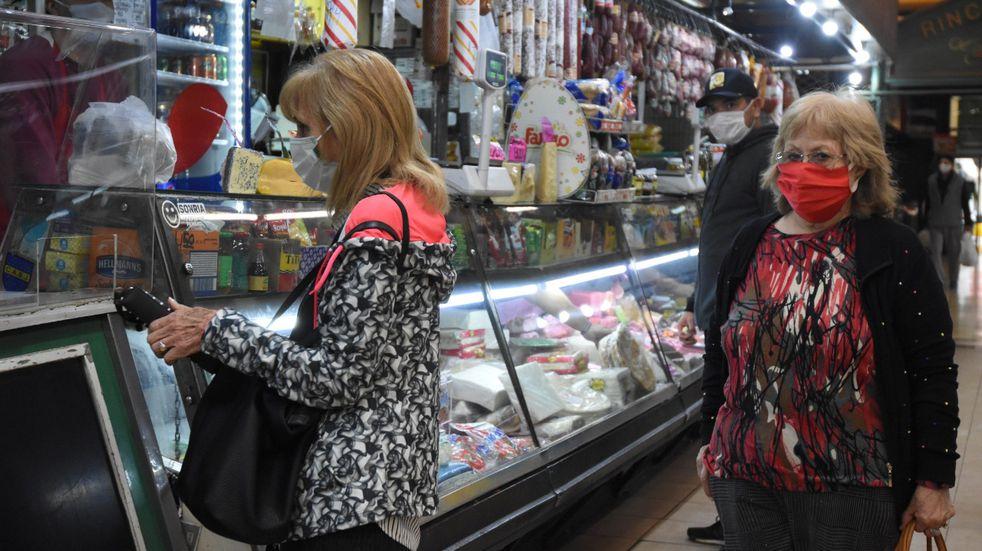 La canasta básica volvió a subir más que la inflación en noviembre y una familia necesitó $51.776 para no ser pobre