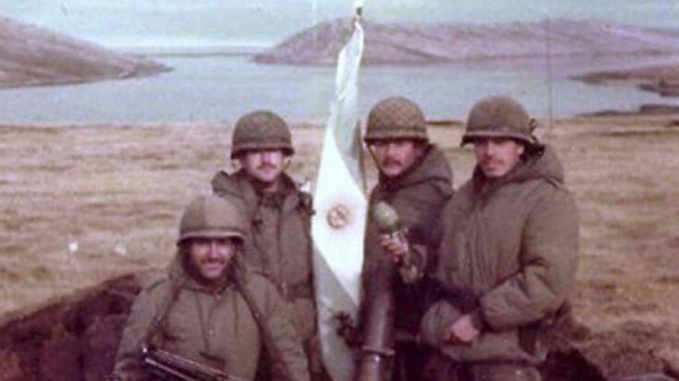Malvinas: escritor británico publica sobre la valentía y el honor de los soldados argentinos