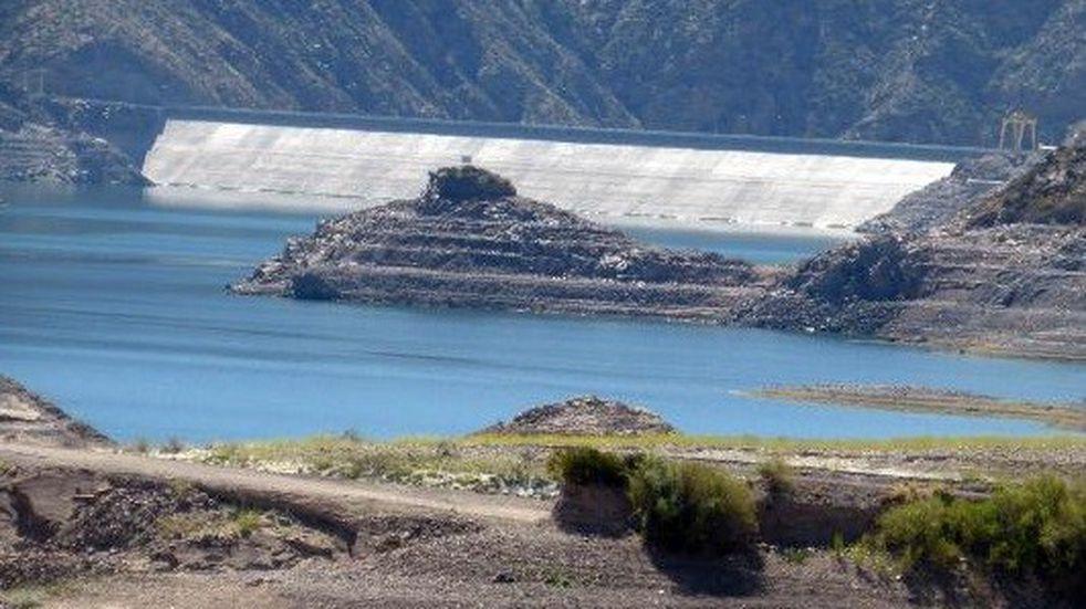 Realizarán maniobras de limpieza en el Dique Potrerillos y podría afectar la potabilización del agua