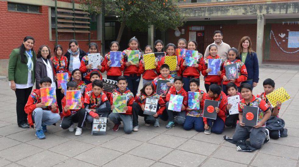 Región 5 recibirá nueva donación de cuadernos para más de 23.000 alumnos