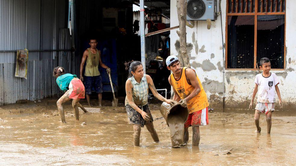 Al menos 113 muertos por las inundaciones en Indonesia y Timor Oriental