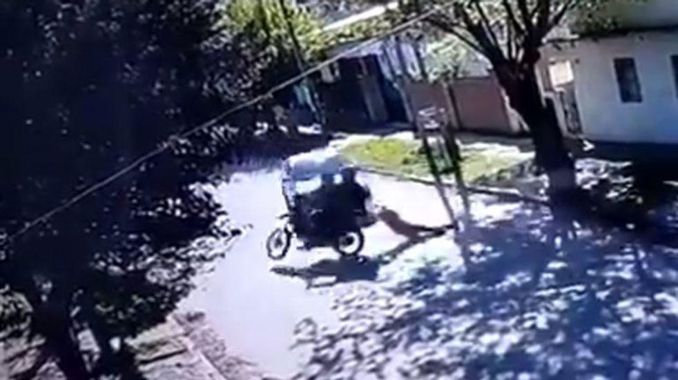 """""""Quise frenar pero aceleré cuando escuché un tiro"""", dijo el vecino que atropelló a la joven asaltada en Moreno"""