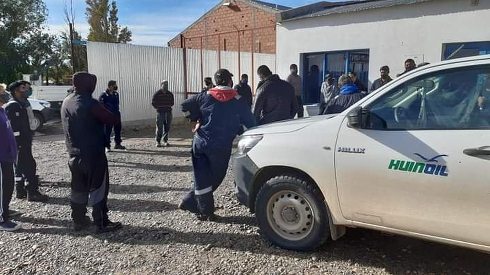 Cañadón Seco: medida de fuerza de petroleros contra la empresa Huinoil