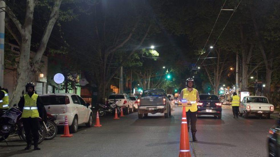 La Municipalidad de Mendoza le entrega un bono a los trabajadores esenciales