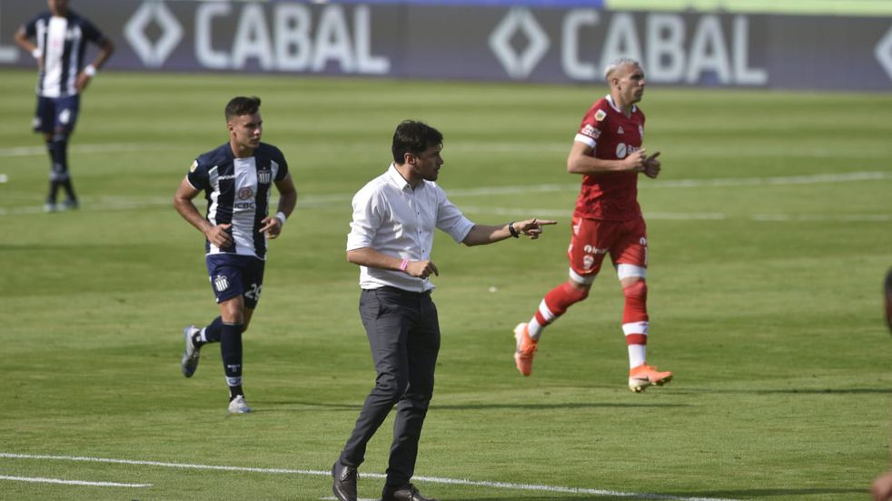 """Cacique Medina y el empate con Huracán: """"El equipo sufrió un viaje desgastante"""""""