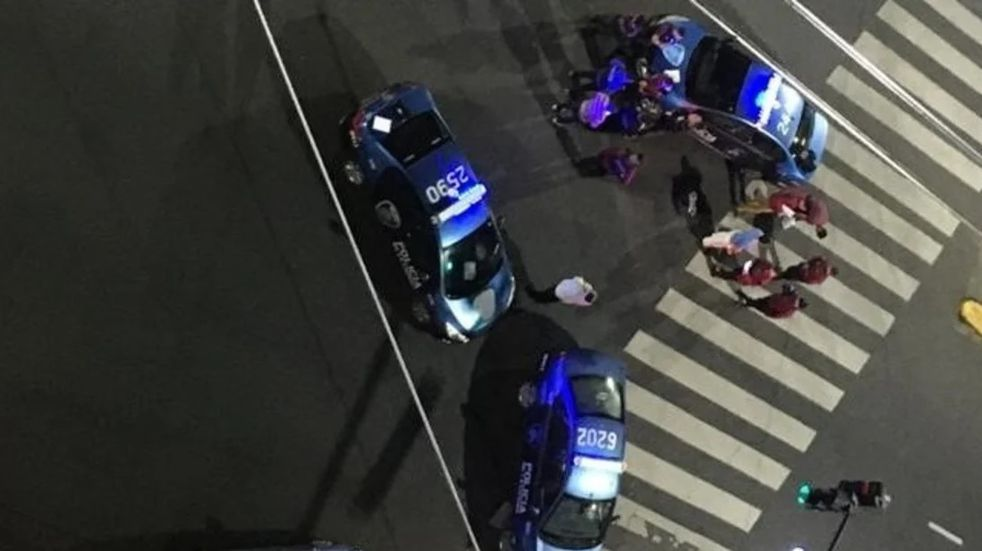 Dispararon más de veinte tiros desde un auto en Caballito y asesinaron a un comerciante chino