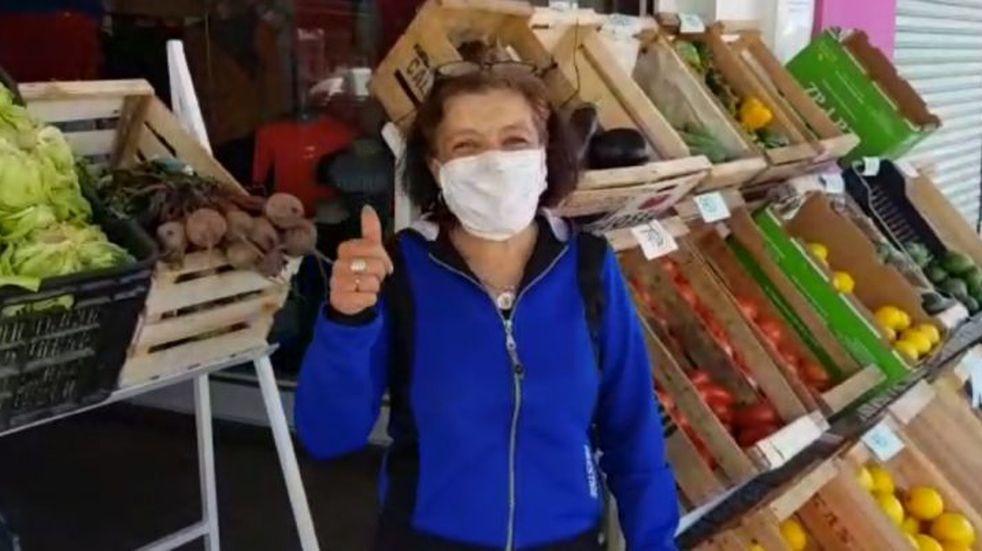 Villa El Libertador: convirtió su local de ropa en una verdulería, ante la crisis por la cuarentena