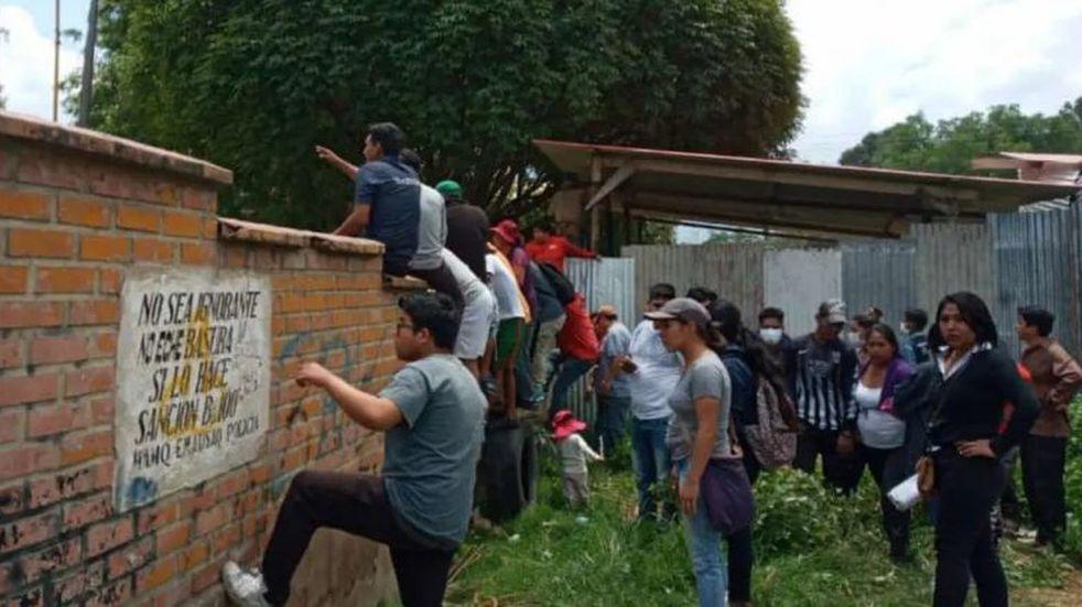Histeria colectiva por el coronavirus: padres irrumpieron en un colegio de Bolivia para retirar a sus hijos