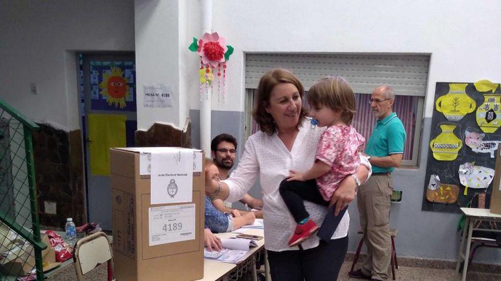 """Fein votó junto a su nieto: """"Esperemos que quien gane le de a la ciudad el rol que merece"""""""