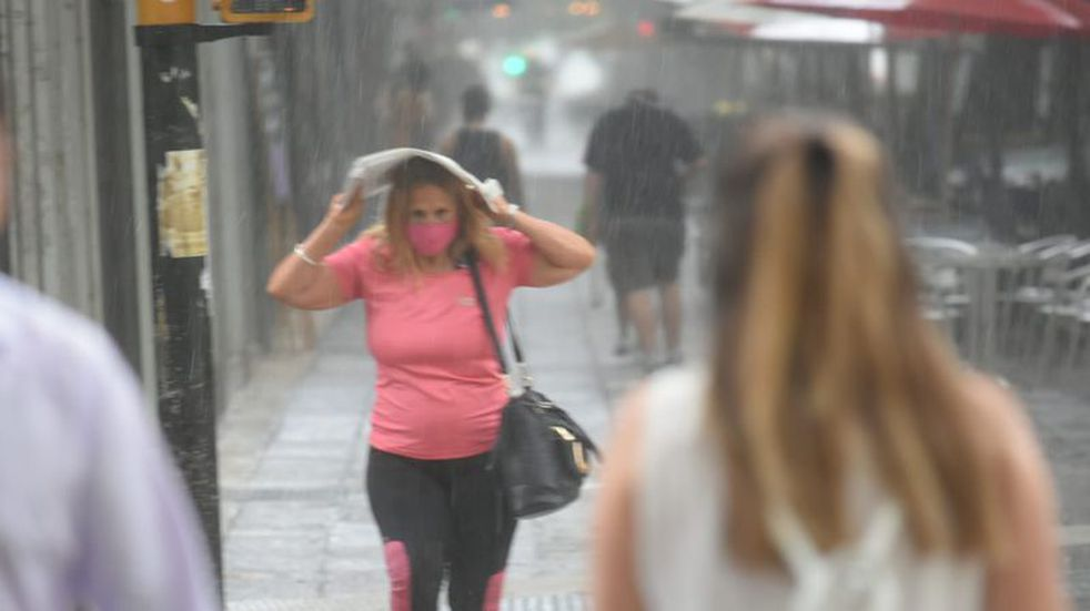 Defensa Civil emitió un alerta por fuertes tormentas en el Gran Mendoza