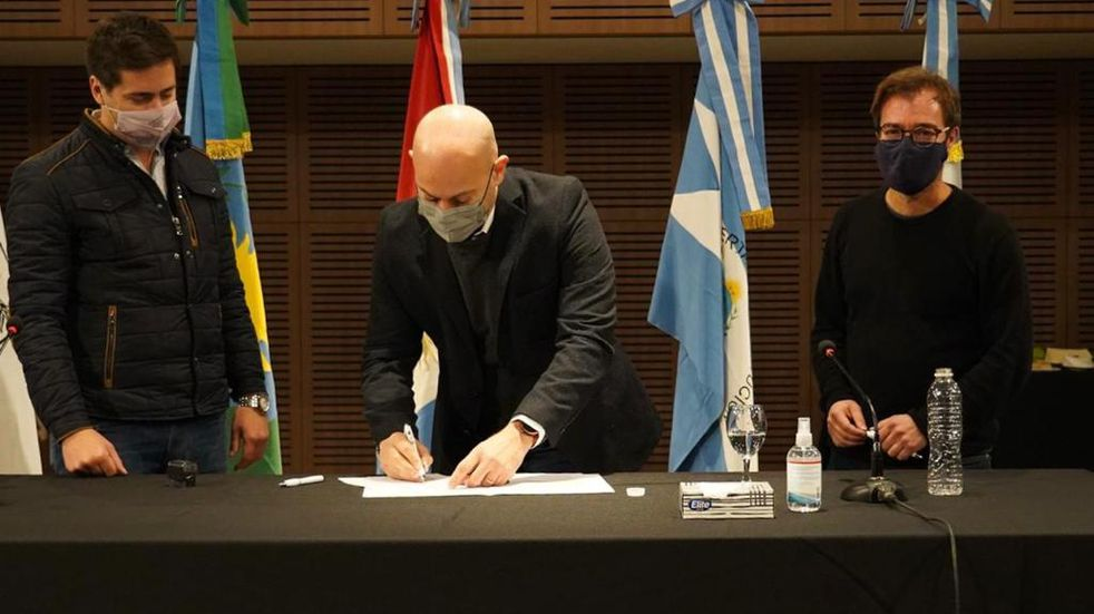 El Intendente Daniel Gómez Gesteira firmó un convenio de colaboración cultural con la Ciudad Autónoma De Buenos Aires y diferentes ciudades del país.