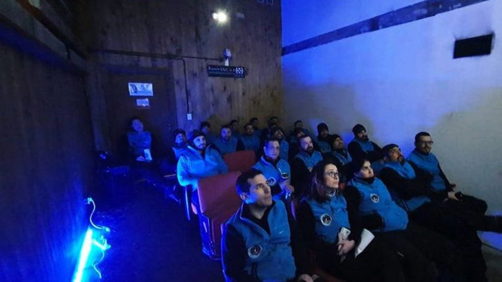 Reabren la sala de cine en la Antártida