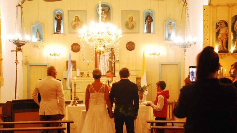 Emocionante: celebraron una boda en Colonia Nievas después de 20 años