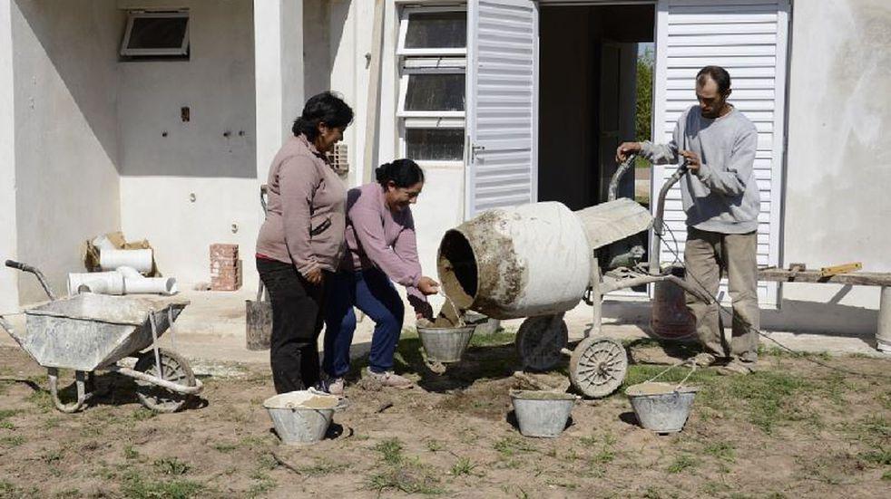 Balnearia destina 25 lotes para construir casas con ayuda de Caritas