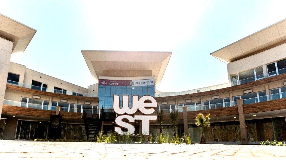 Es el primer centro comercial que tiene San Rafael.