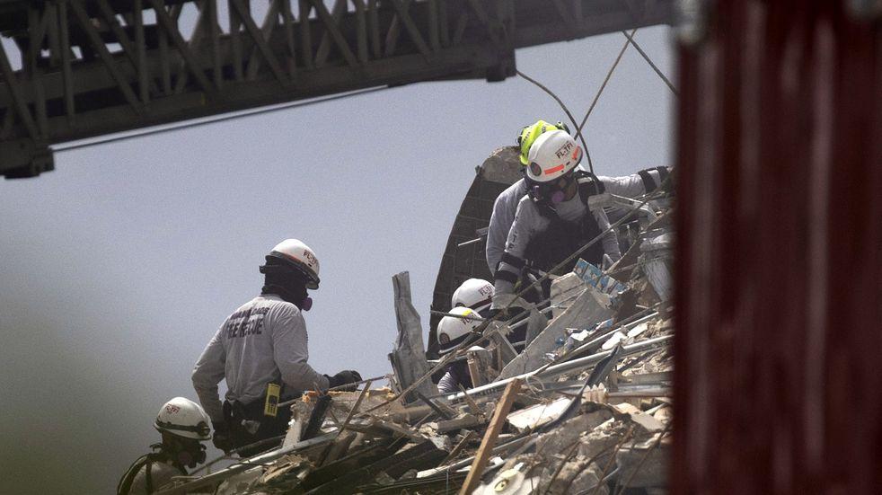 Derrumbe en Miami: la desesperante llamada del primer rescatista al llegar al lugar