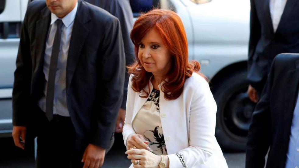 Suspendieron el cobro de la doble pensión vitalicia para Cristina Kirchner